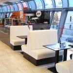 Cafetheke-mit-Sitzbereich-Cafeeinrichtung