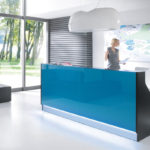 moderne Praxistheke Empfangstheke mit Glas und Beleuchtung