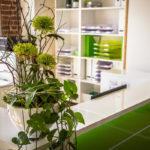 Praxis-Empfangstheke in hochglanz Grün